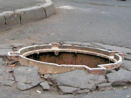 В Курске за информацию о похитителях канализационных люков назначено вознаграждение