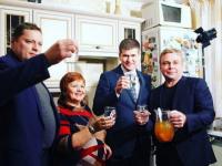 Министр ЖКХ Московской области Евгений Хромушин продегустировал воду из крана в квартире жительницы Орехово-Зуево