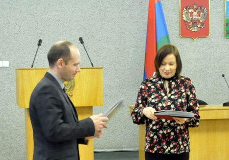 Администрация Петрозаводска наградила грамотами техдиректоров водоканала и теплосетей