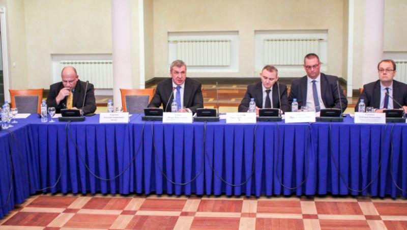 В петербургских ГУПах назначат координаторов по внешним рынкам