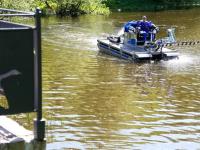 Специалисты калининградского «Водоканала» опробовали амфибию для очистки городских водоёмов