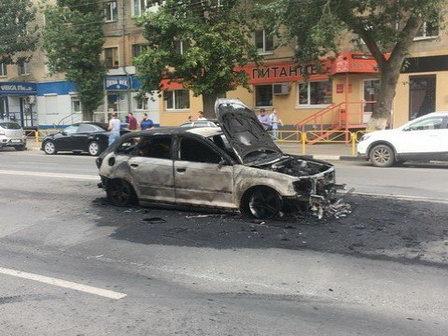 В Саратове из-за незакреплённого люка канализации взорвался автомобиль