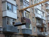 Долговую пирамиду сотрудники «РКС-Самара» установили перед балконом квартиры неплательщика в многоэтажном доме