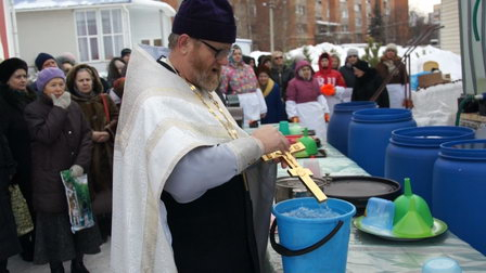 «Камчатский водоканал» объясняется с потребителем за освящение воды на главной водопроводной станции