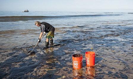 Исследование возможности использования сорбентов из диспергированных полимерных отходов для очистки воды от нефтезагрязнений с последующей биорегенерацией